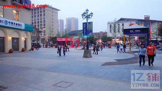 重庆大学城熙街35㎡服装店转让