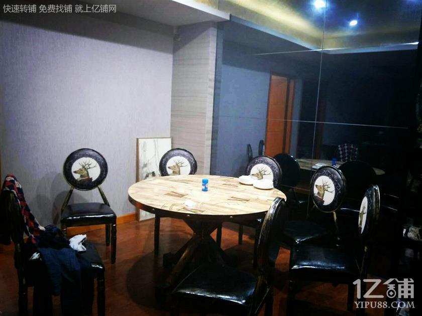 众多酒店/商场/小区集中处300㎡临街盈利夜宵店转让(可转租可空转)