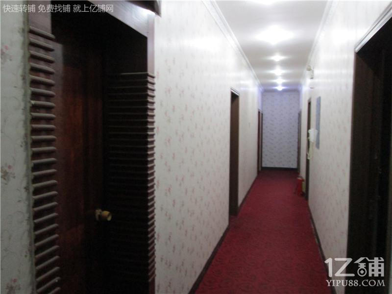 大学旁独栋24间房宾馆转让