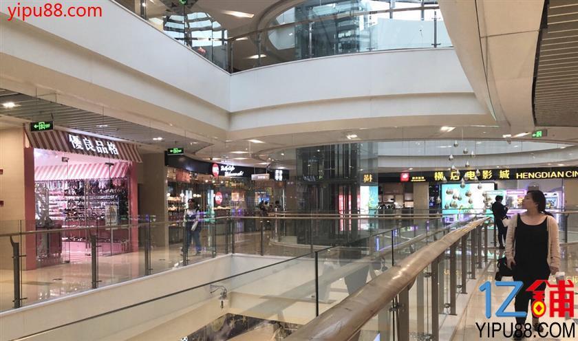 地铁口直达 知名商场好位置饰品店转让(可空转)