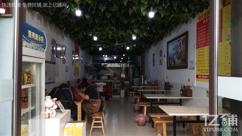 学校﹢轻轨站旁边盈利餐馆转让(低价、低价、低价)
