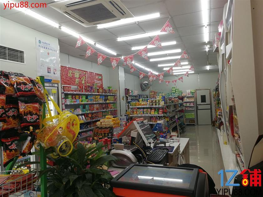 渝北万人小区大门口超市低价转让(可以空转餐饮)