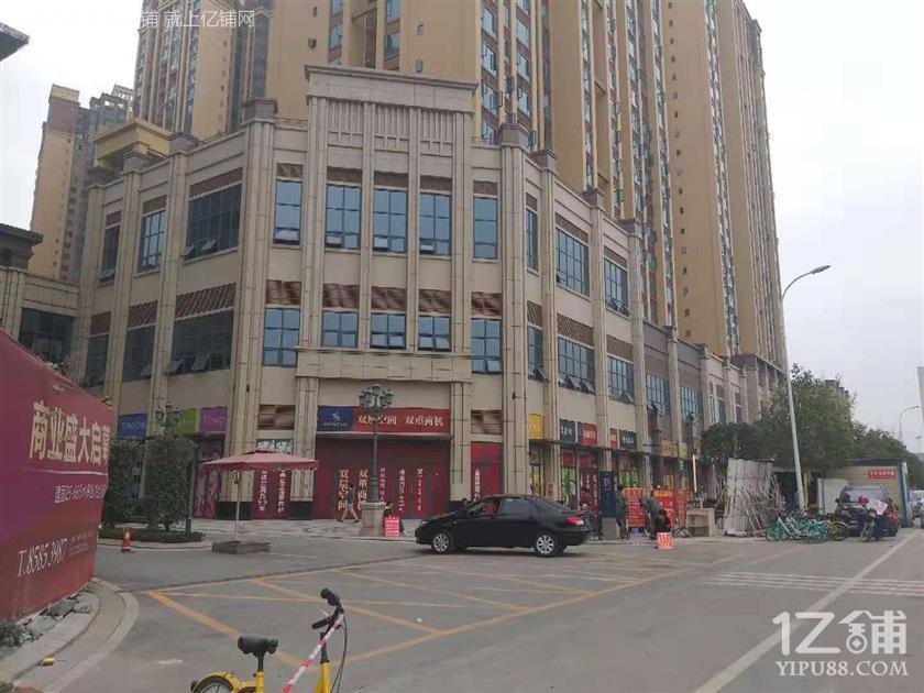 3300户小区大门口 5米9层高 学校正大门口转角