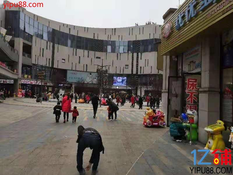 商圈广场入口临街旺铺(可空转)