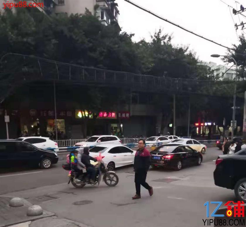 好消息!公交车站40㎡餐饮店7万转让(行业不限)