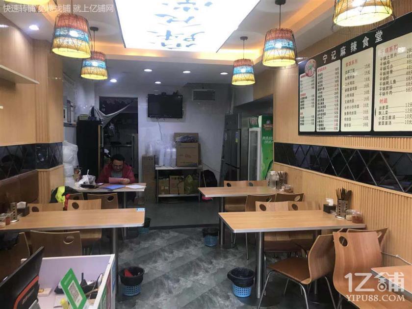 好消息!公交车站40㎡餐饮店6万转让(行业不限)