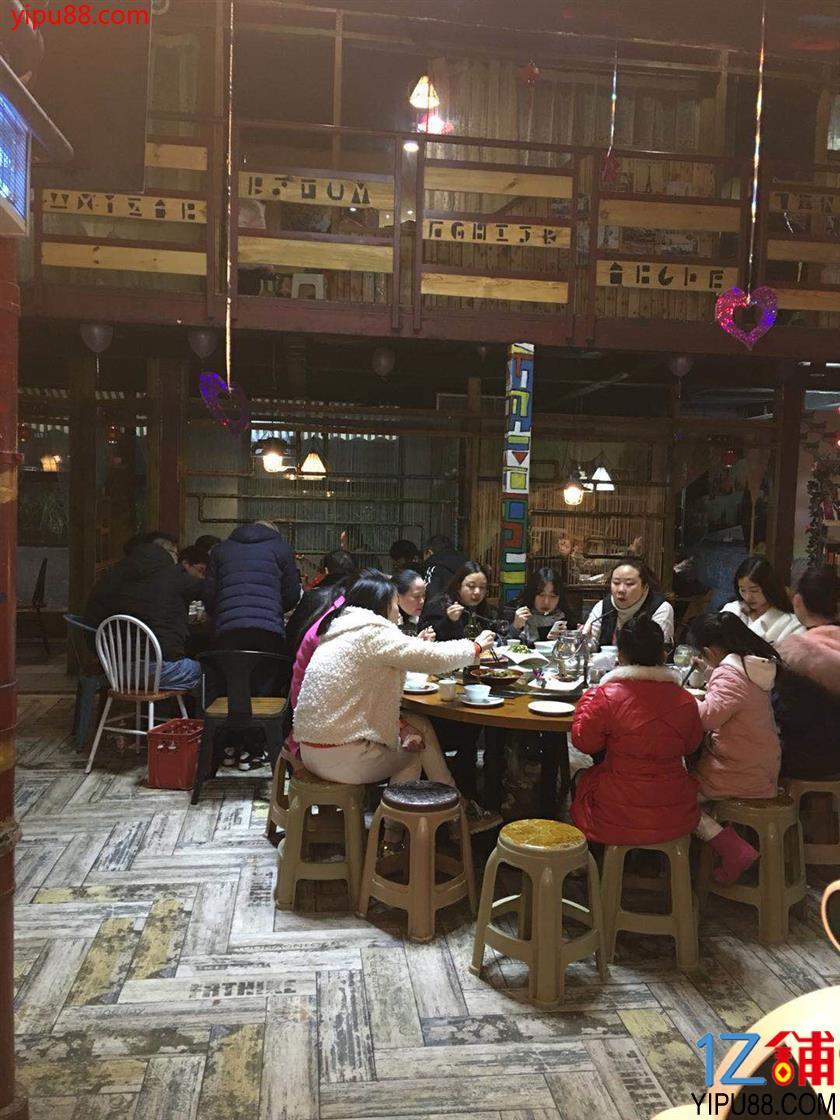 影院旁风格独特餐厅转让