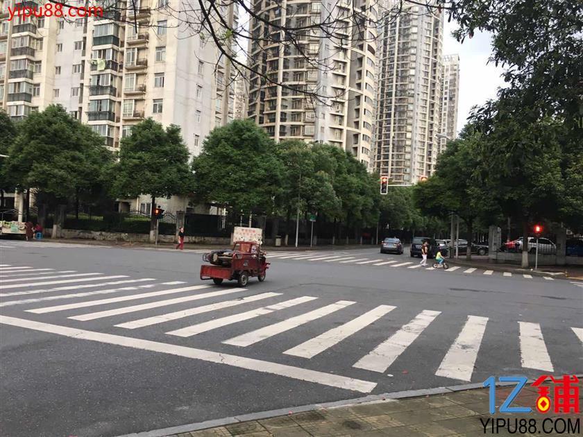 房东招租 繁华十字路口245㎡二楼旺铺 (租金实惠)