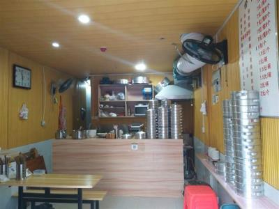小区大门公交车站盈利两年早餐店