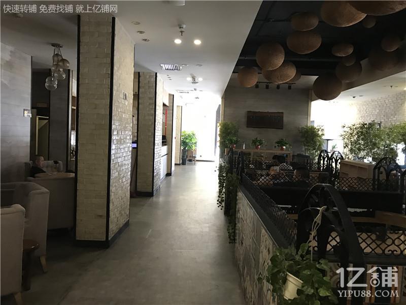 酒店一楼临街350㎡餐饮店出租(可做其他行业)