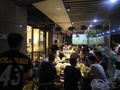 高档小区+100㎡外摆餐饮店低价转让!(可承包)