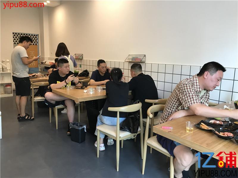 日营业额4000以上120㎡临街餐饮店转让
