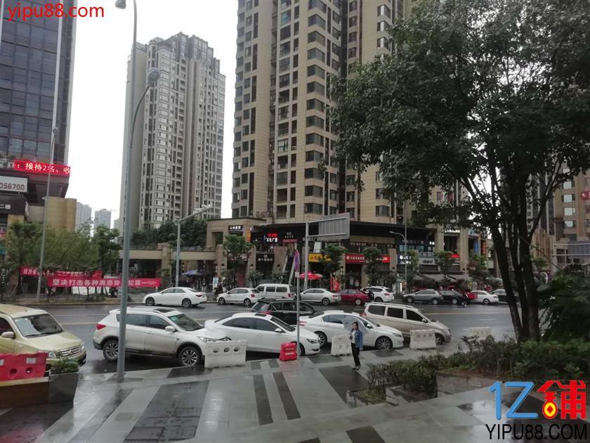 渝北社区带超大外摆店铺转让(可空转,行业不限,有11个月免租期)