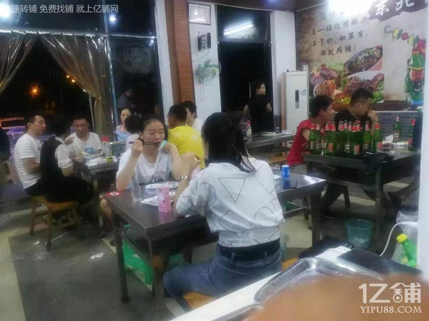 大学门口商业街74m²餐饮店白菜价急转(可外摆)