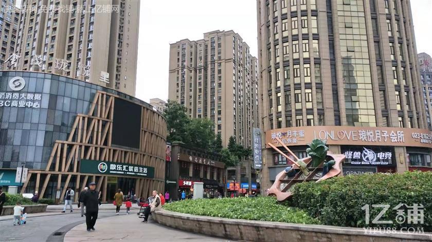 大型小区加商圈盈利三通餐饮店转让(行业不限)