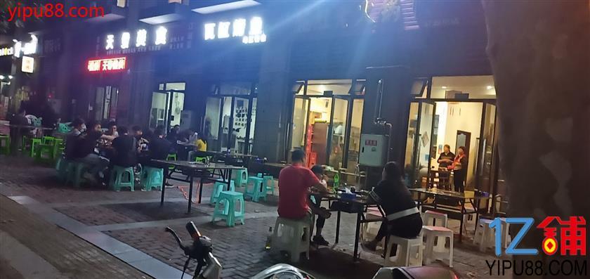 渝中区餐饮一条街旺铺低价急转