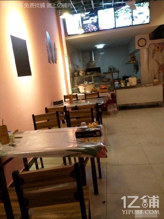 三个小区十字路口40㎡餐饮店(对面有工地)
