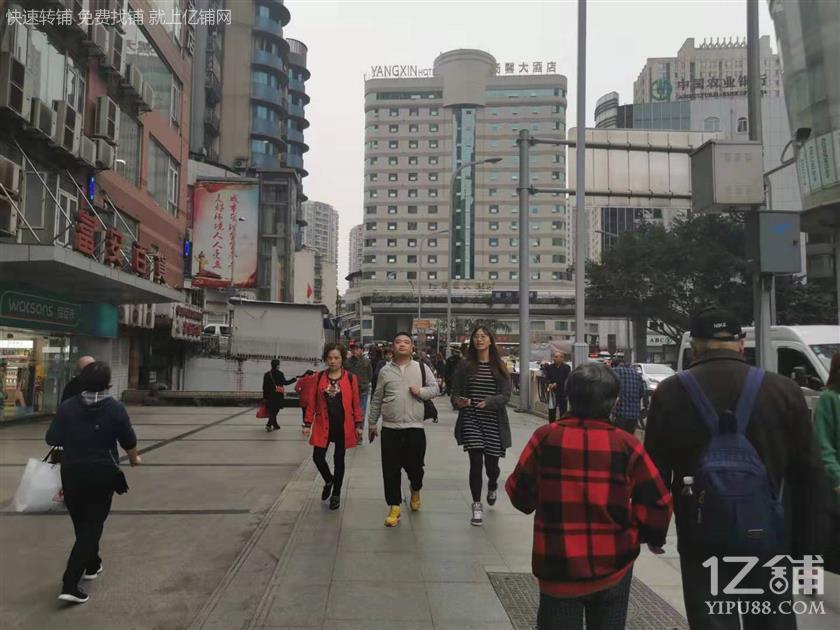 杨家坪商圈194平餐饮店转让(水电气三通)