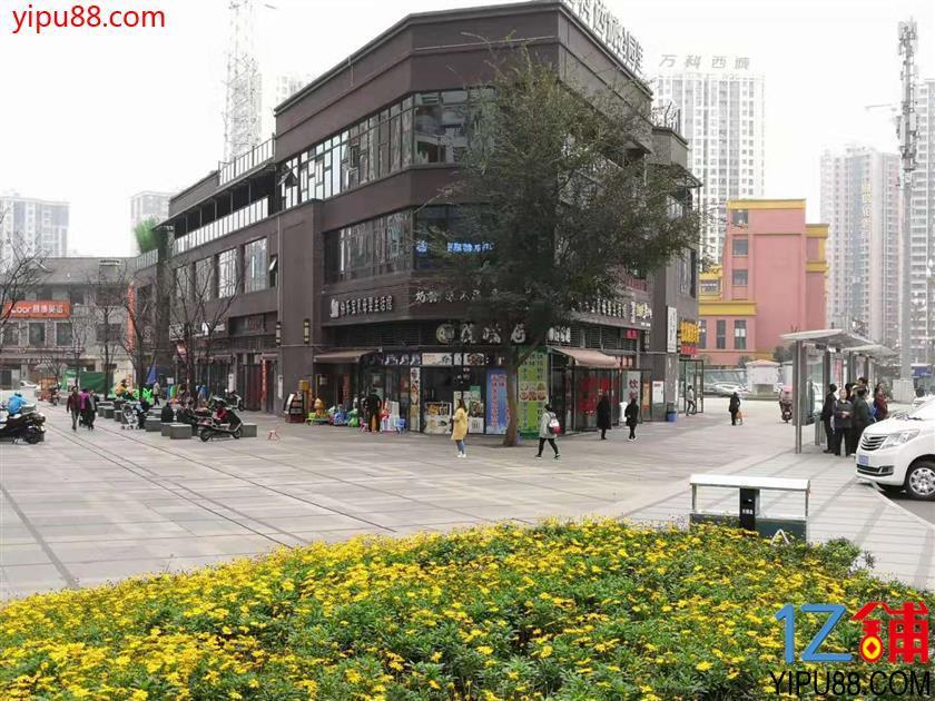 小区门口临街餐饮店一口价4万转让(有外摆,包含押金)