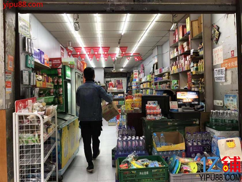 小区门口+公交车站超市转让