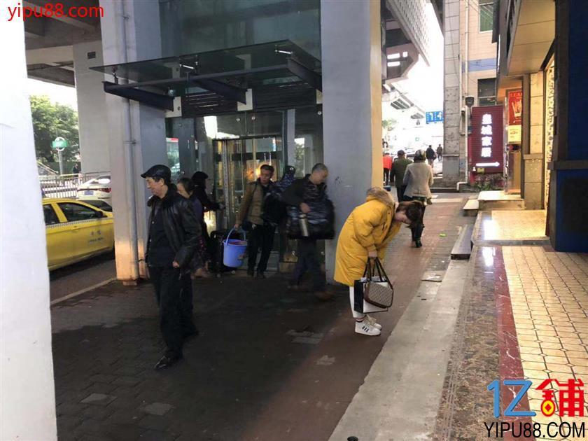 (转让) 轻轨站临街门面(无行业限制)