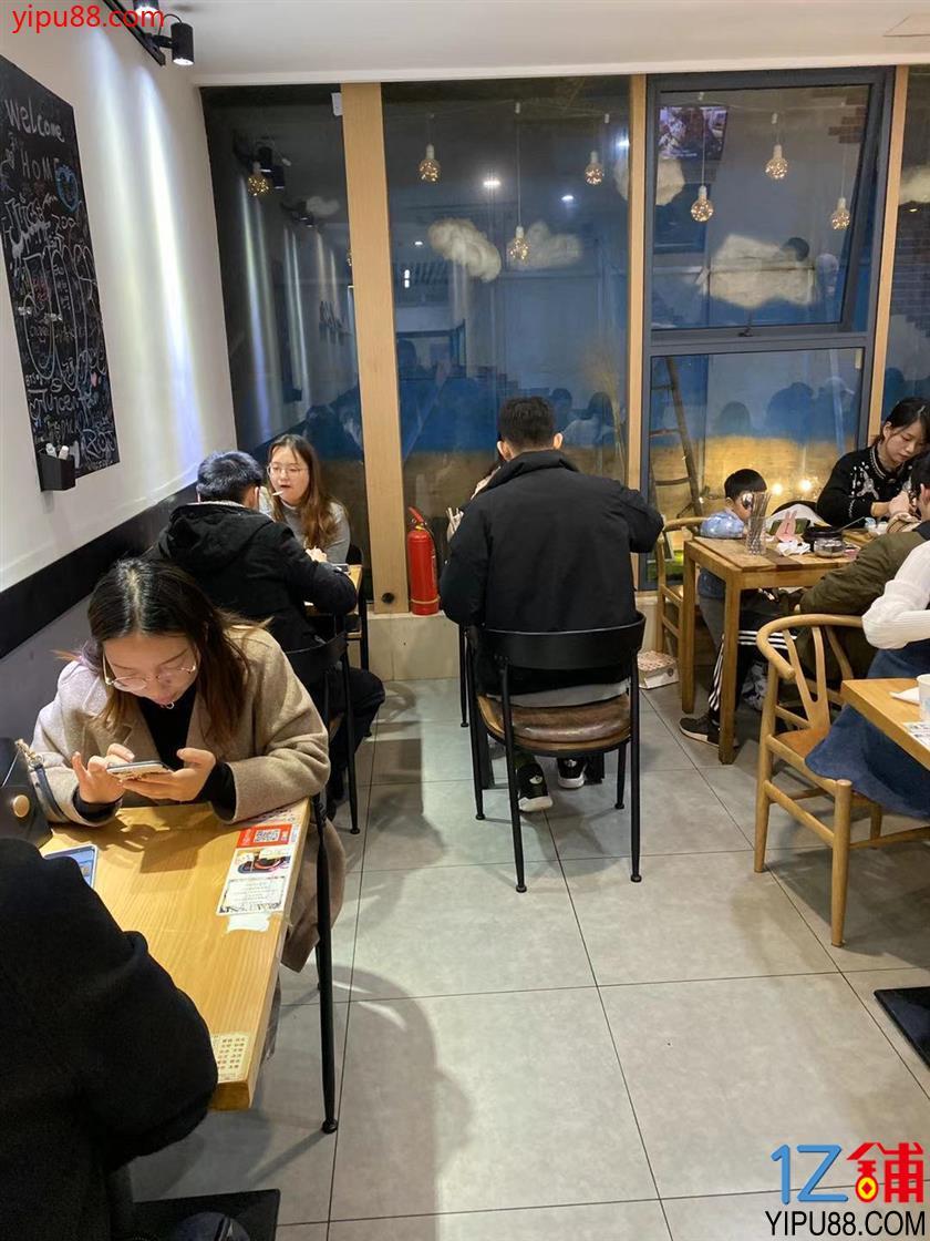 六所大学环绕 80㎡可重餐饮店铺转让(盈利中)