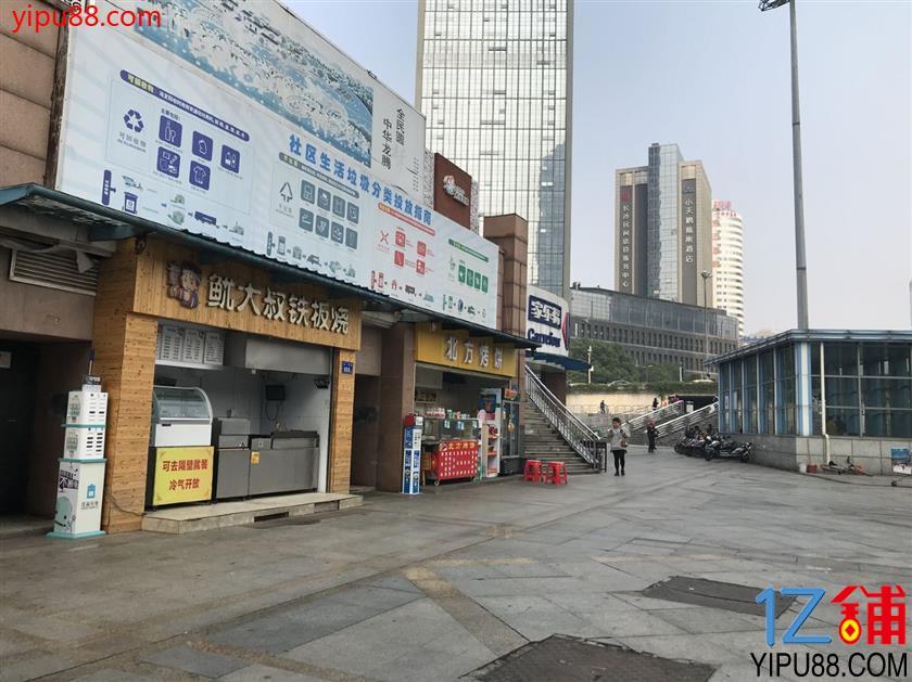 市中心8㎡临地铁口小吃店转让!