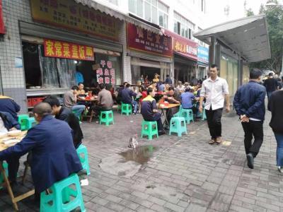 公交车站旁餐馆2.5万急转(减免6月房租)