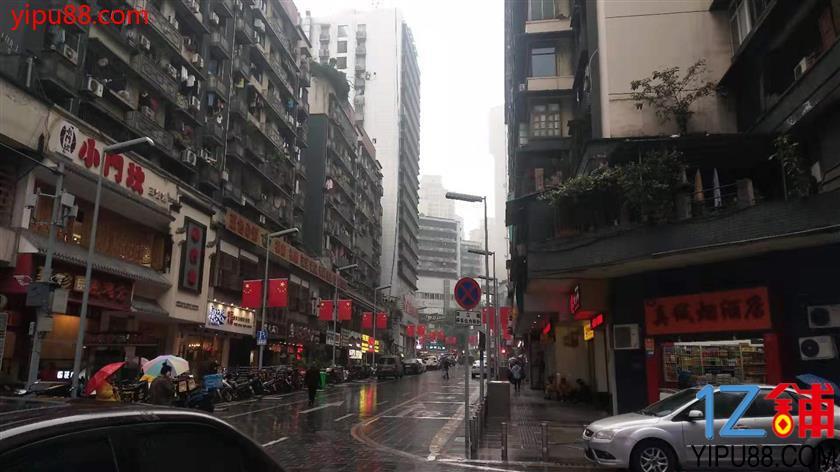 杨家坪步行街200平餐馆转让(水电气三通)