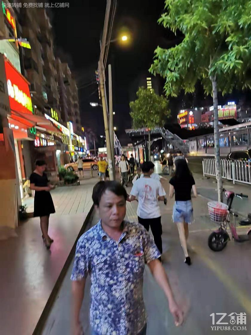 越秀淘金临街24平旺铺,带煤气,适合小吃,饮品!