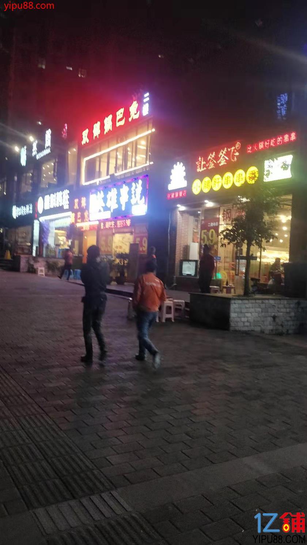 餐饮一条街三通旺铺低价转让!(行业不限)