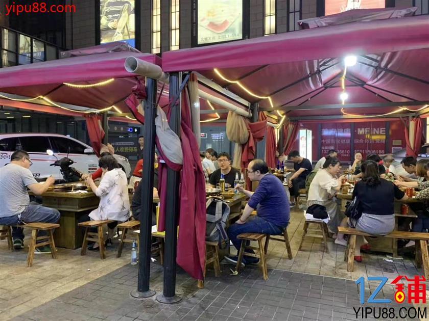 龙湖北城天街入口火锅铺子 低价转让。(带外摆)