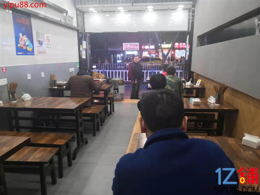 步行街79㎡三通餐饮店转让!