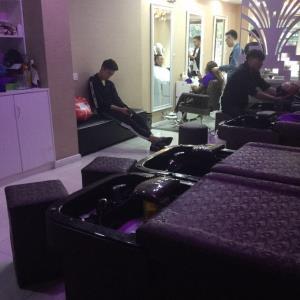 美发店生意装让客源很多