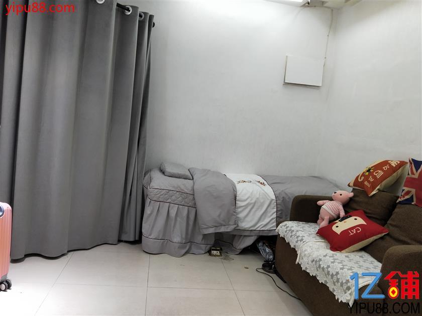 红星女人服饰商业街26㎡美甲店+服装店超低价转让(可空转,除重油烟外)