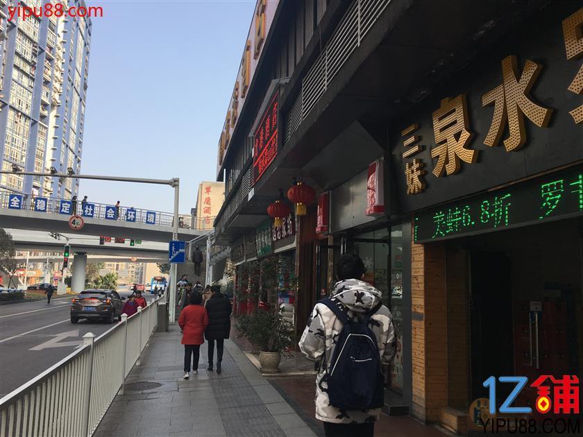 公交车站十年包子店转让【可空转】
