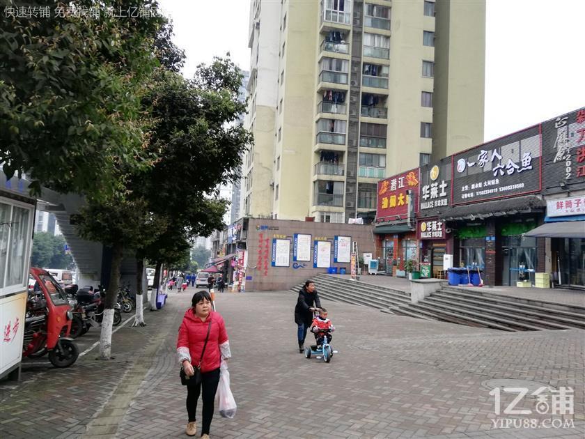 公交车站120㎡盈利餐饮店低价转让(可外摆)