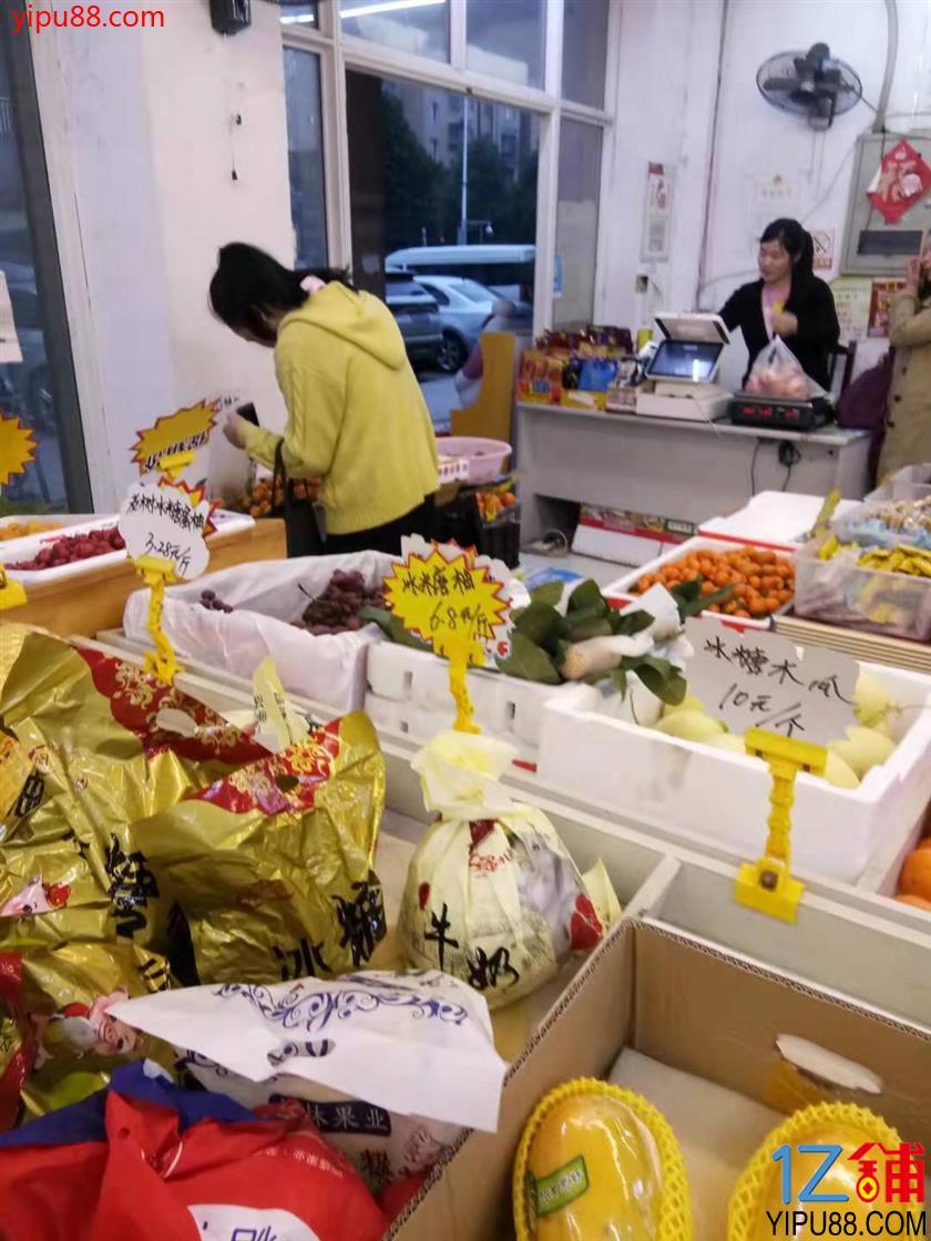 众多学校+小区出入口80㎡水果店转让!