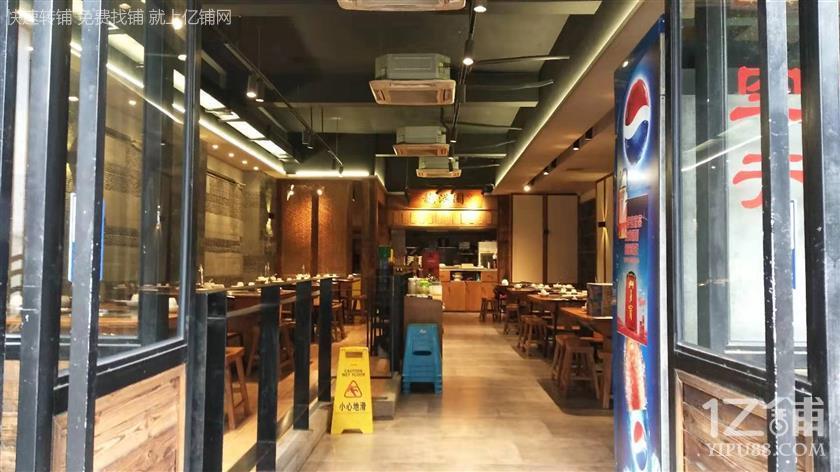 餐饮一条街精装修370平米火锅店转让(三通门面)