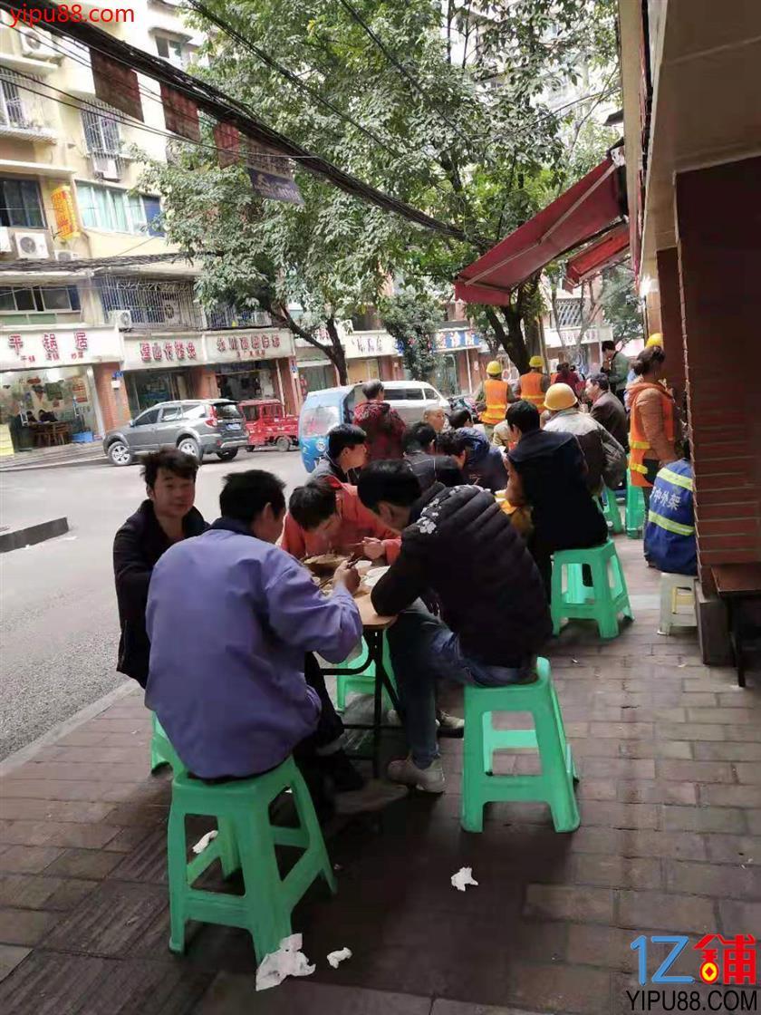 大型社区餐饮街20㎡旺铺3.2万转让 (行业不限)