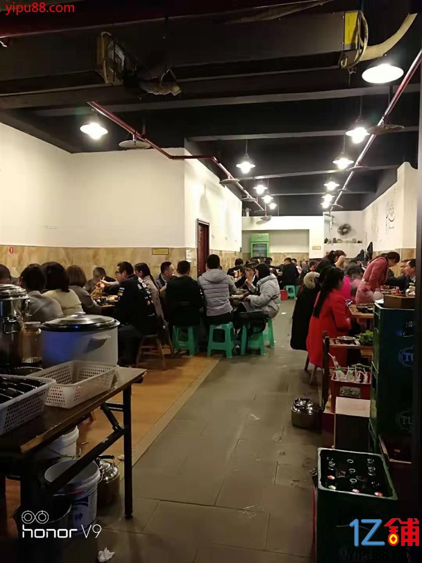 轻轨站餐饮低价转让(生意随便考察)