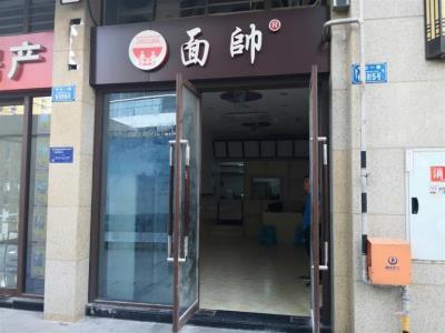 水电气三通47㎡餐饮旺铺转让!!!
