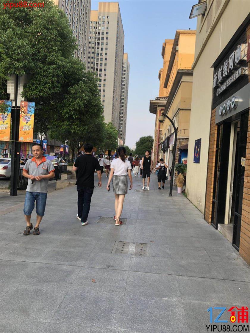 大学商业街26m²小吃旺铺直接出租了!