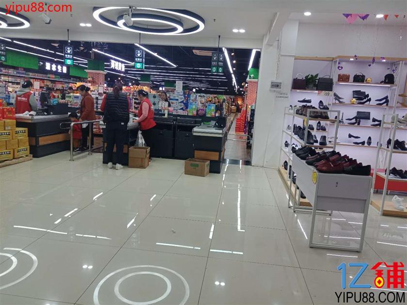 公租房大型超市出入口鞋包店转让