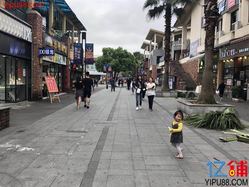 大学城熙街26m²小吃旺铺6.8万转让(可空转)
