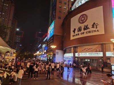 三峡广场步行街中心1200平门面合作