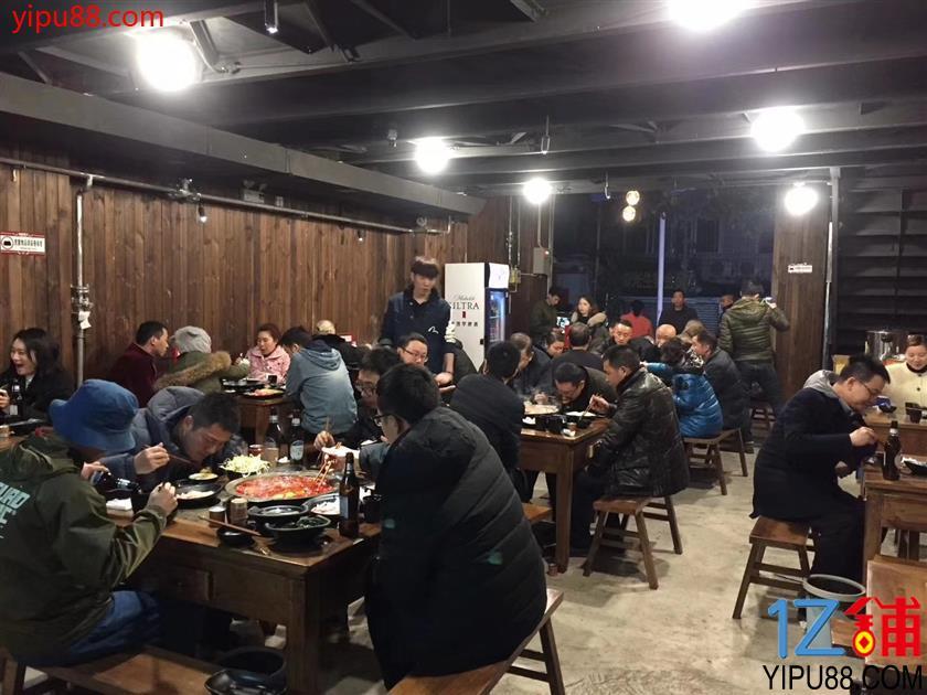 大型社区230m火锅店转让(三通)