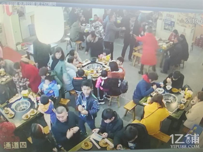 杨家坪旁边成熟社区餐饮转让(三通,适合任何行业)