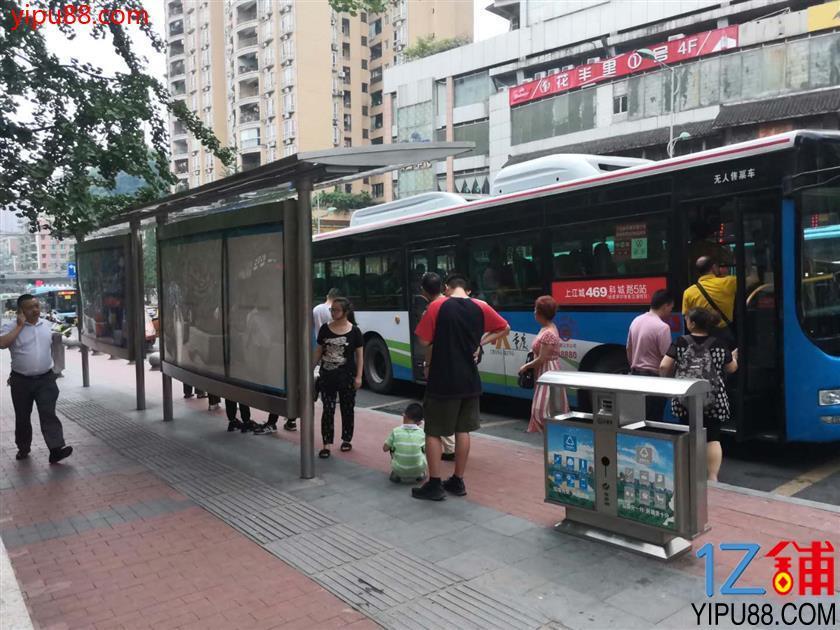 公交车站旁56㎡品牌店转让!!!