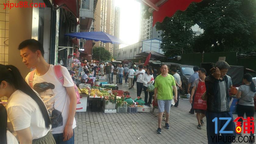 菜市场必经之路门面转让(人流量大,小区门口出来)